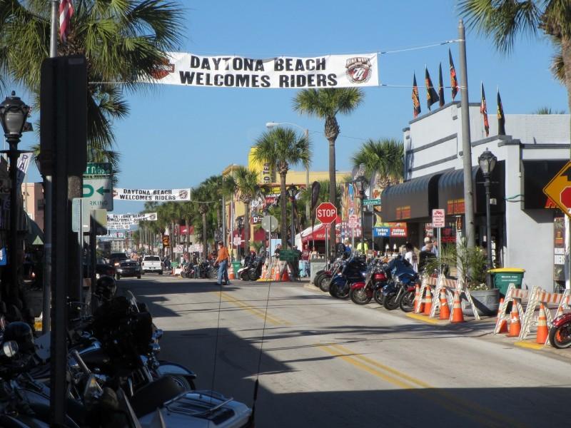 デイトナバイクウィーク視察旅行(2015年3月7日~11日) Visited Daytona Bike Week with our 8 dealers (Mar. 7 – 11, 2015)