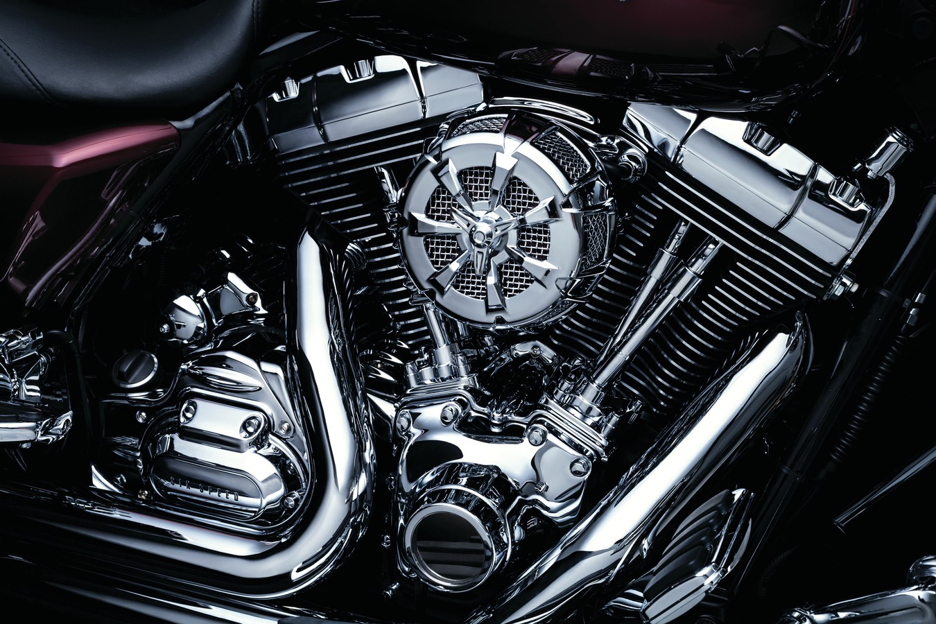 20374_kur_roadking,engine,right_ob_h_20_1350x900_RGB_72DPI